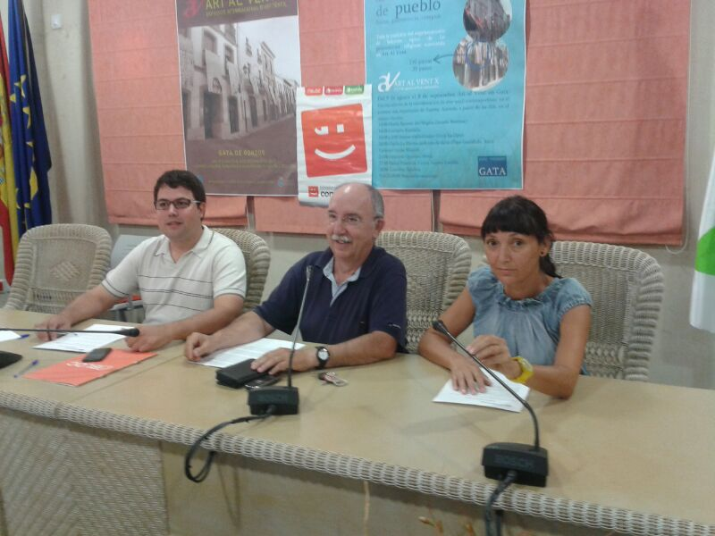 El Secretari Local i regidor Joanvi Vallés, amb el Portaveu del Grup Municipal Maties Monfort, i la regidora Magda Mengual.